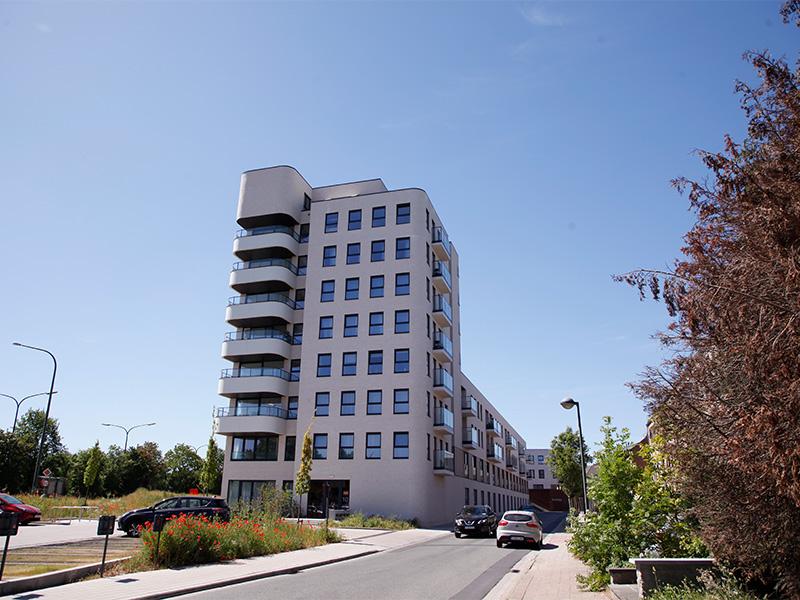 Woluwe-Promenade-hoge-zijgevel-met-terrassen