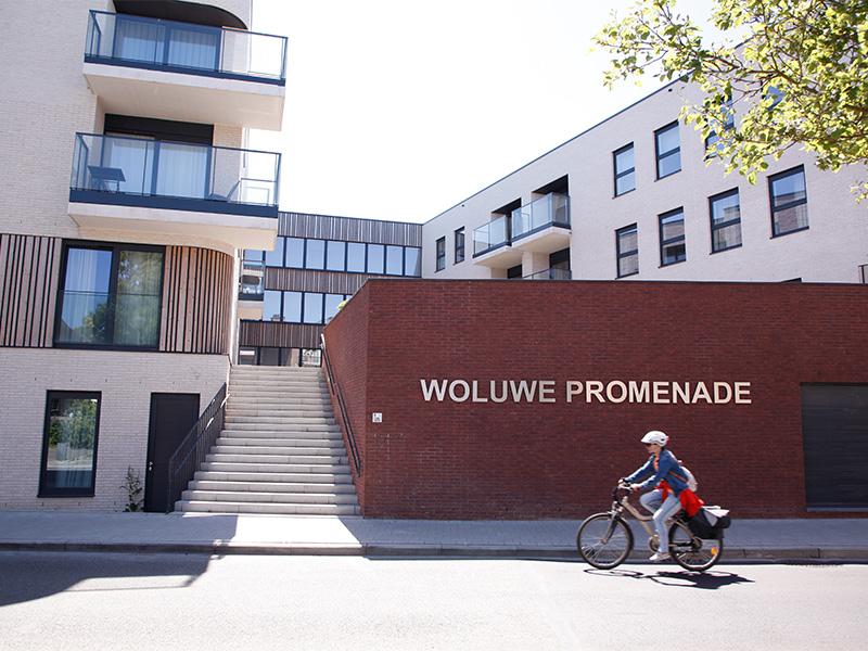 Woluwe-Promenade-trappen-rode-muur